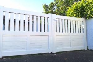Portail PVC blanc