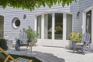 Porte-fenêtre en PVC menuiserie blanche